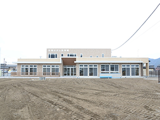 Ishinomaki-Higashi Nursery School December 2013 Construction completion. Appearance (East surface)